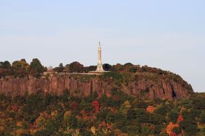 800px-East_Rock_from_SSS_Hall,_October_17,_2008
